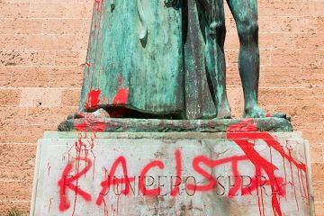 serra statue mallorca graffit